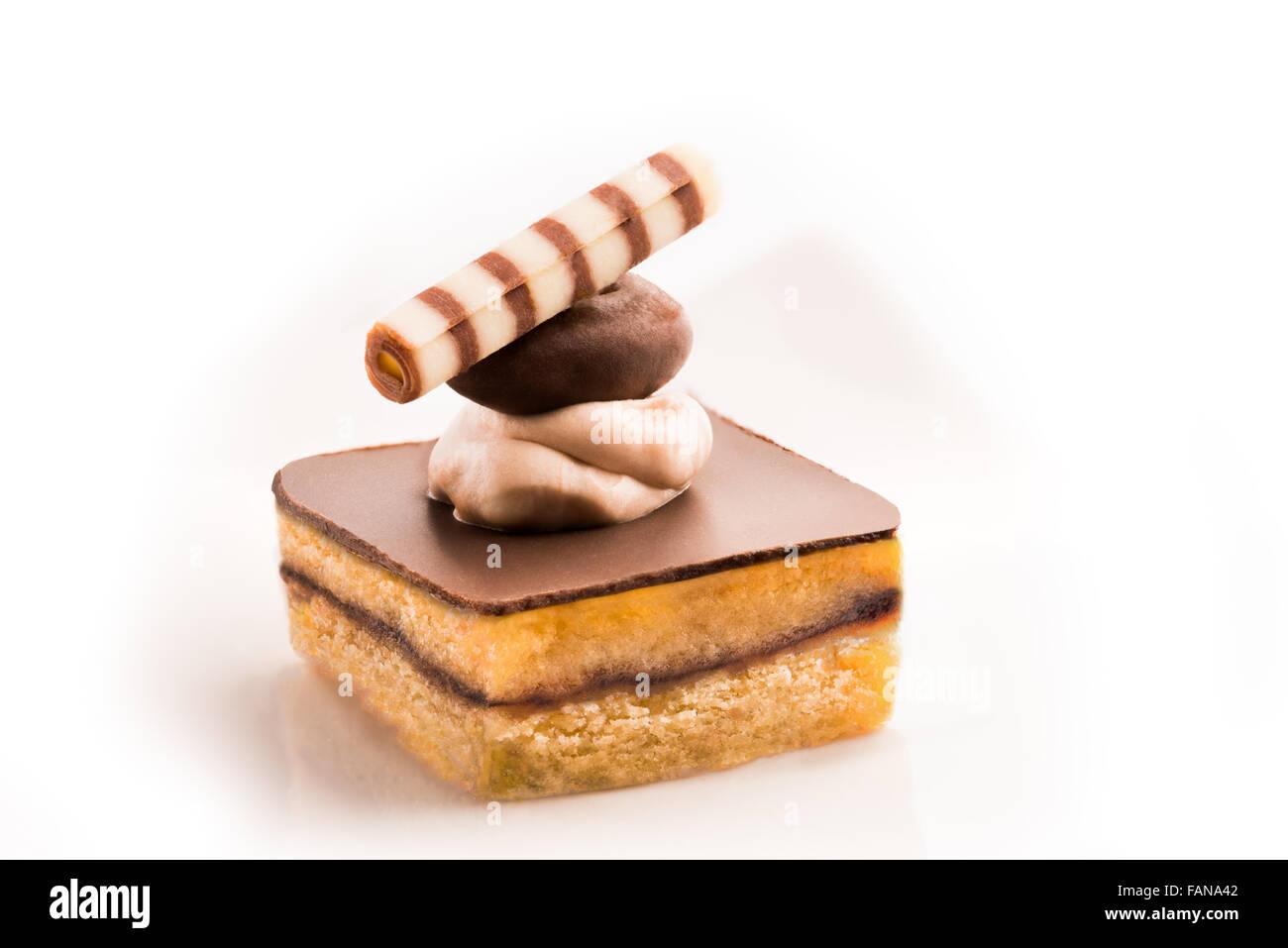 Con la exuberante decoración de galletas, chocolate, crema, buttercream, pasteles, bollos, nata, noisette, Cuarteado, Foto de stock