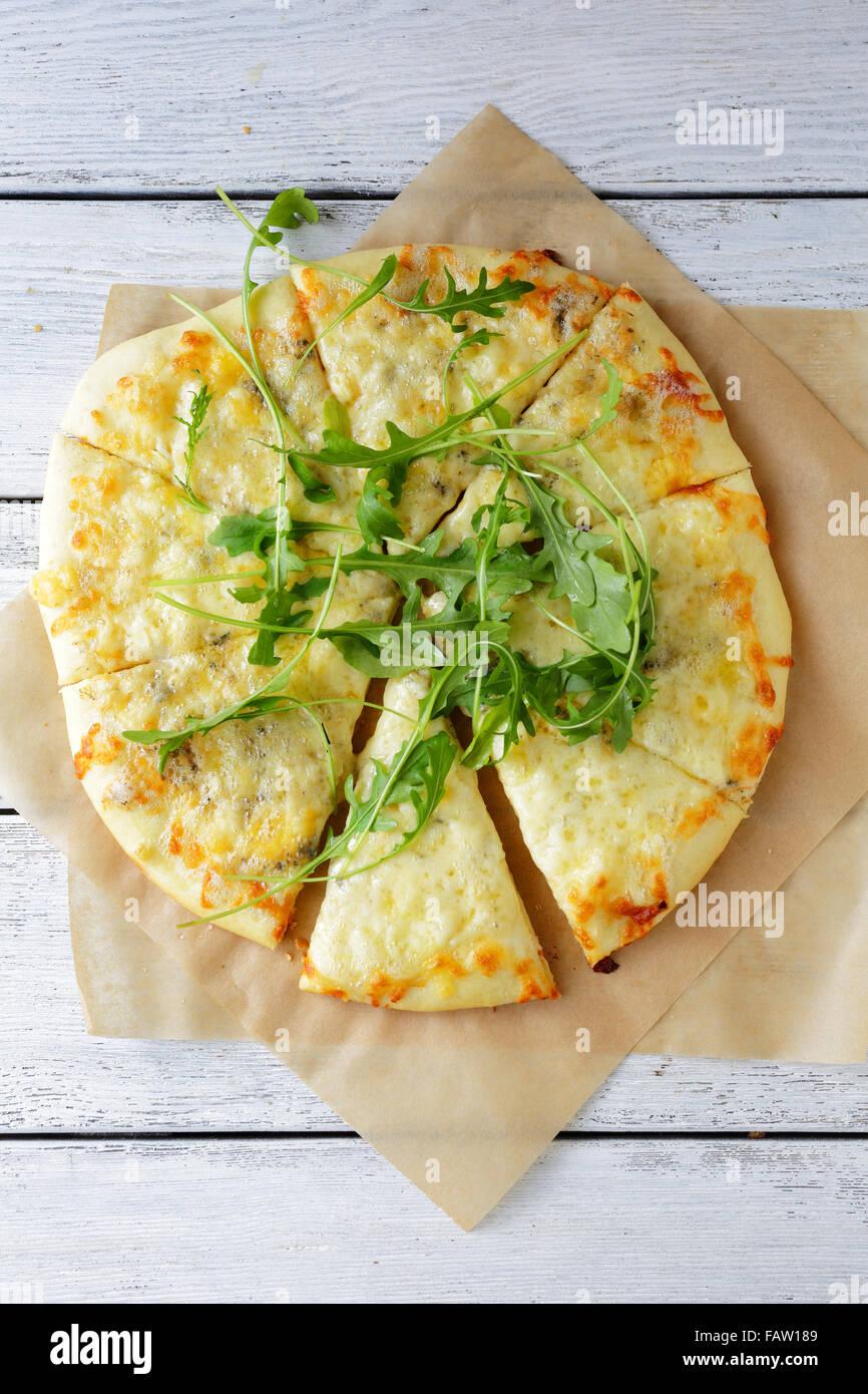 Quesos pizza vista superior Foto de stock