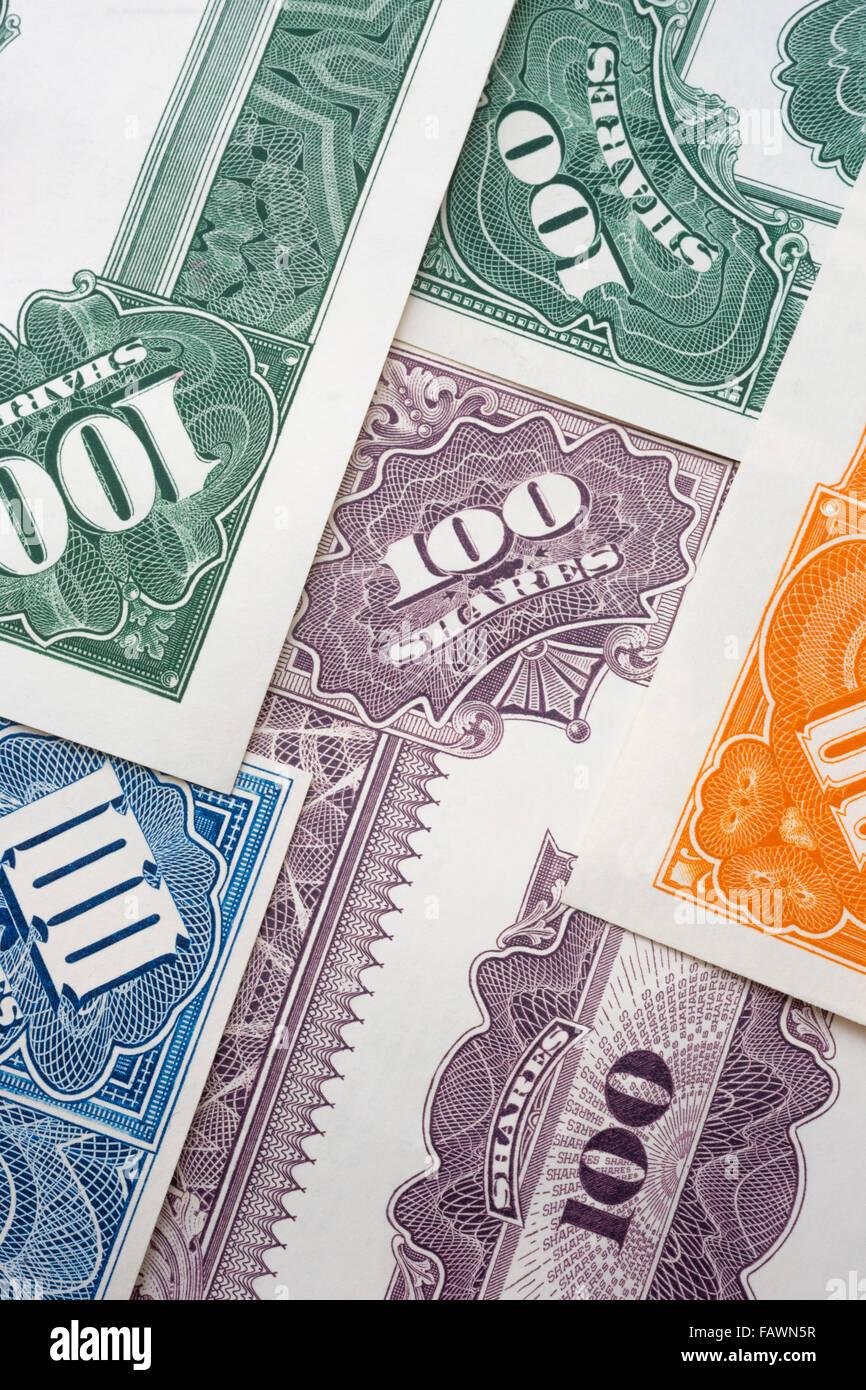 100 compartir certificados bursátiles de papel Imagen De Stock