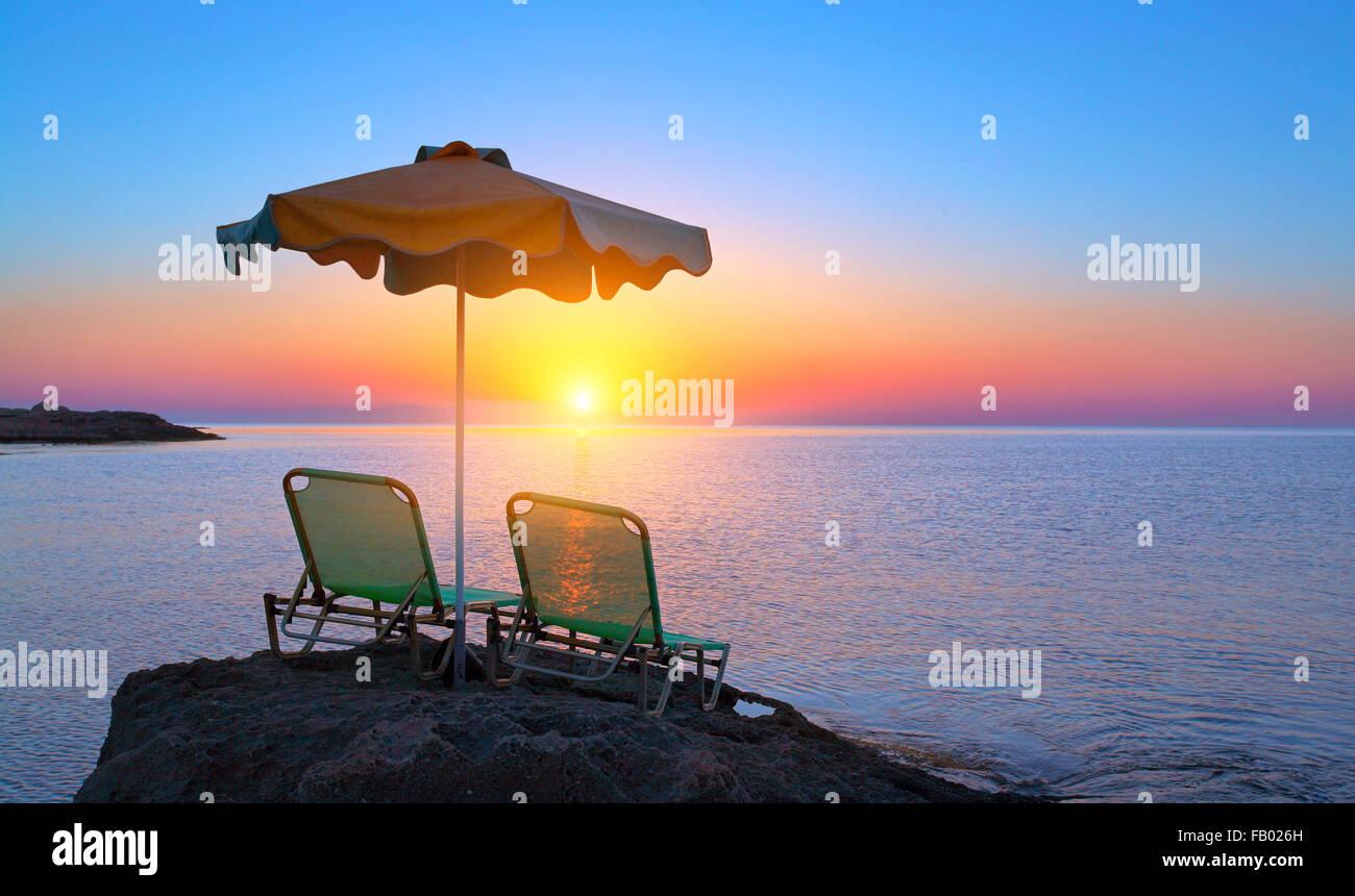 Amanecer en Kalithea Bay en la isla de Rodas, Grecia Imagen De Stock