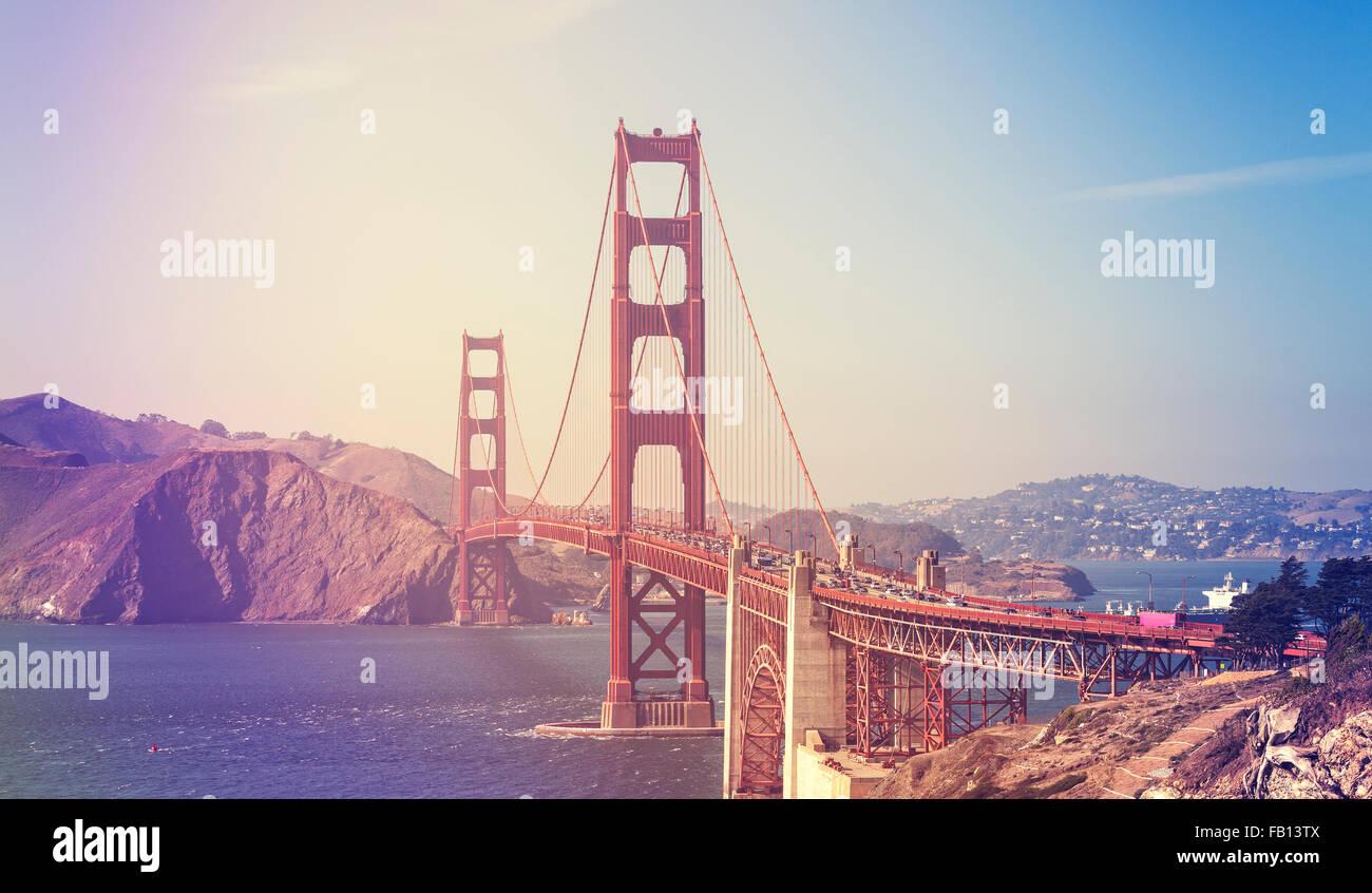 Retro imagen estilizada del Puente Golden Gate en San Francisco, Estados Unidos. Imagen De Stock