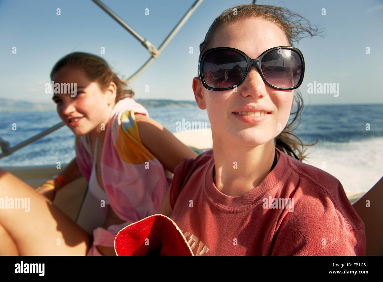 Imágenes Stockamp; Fotos On Girls Bikini De Boat PXZiwkuTO