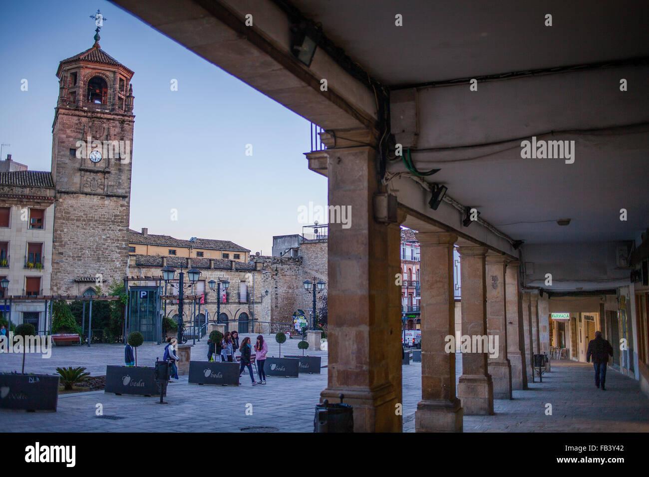 Plaza de Andalucía, en el fondo la Torre del Reloj. Úbeda. Provincia ...