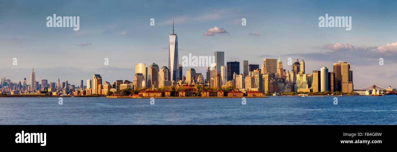 Panorámicas de Manhattan, el distrito financiero y los rascacielos de Nueva York. Desde el Puente de Brooklyn Imagen De Stock