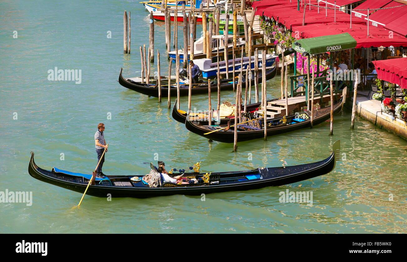 Venecia - Turistas en góndola, el Gran Canal de Venecia, Italia, la UNESCO Imagen De Stock
