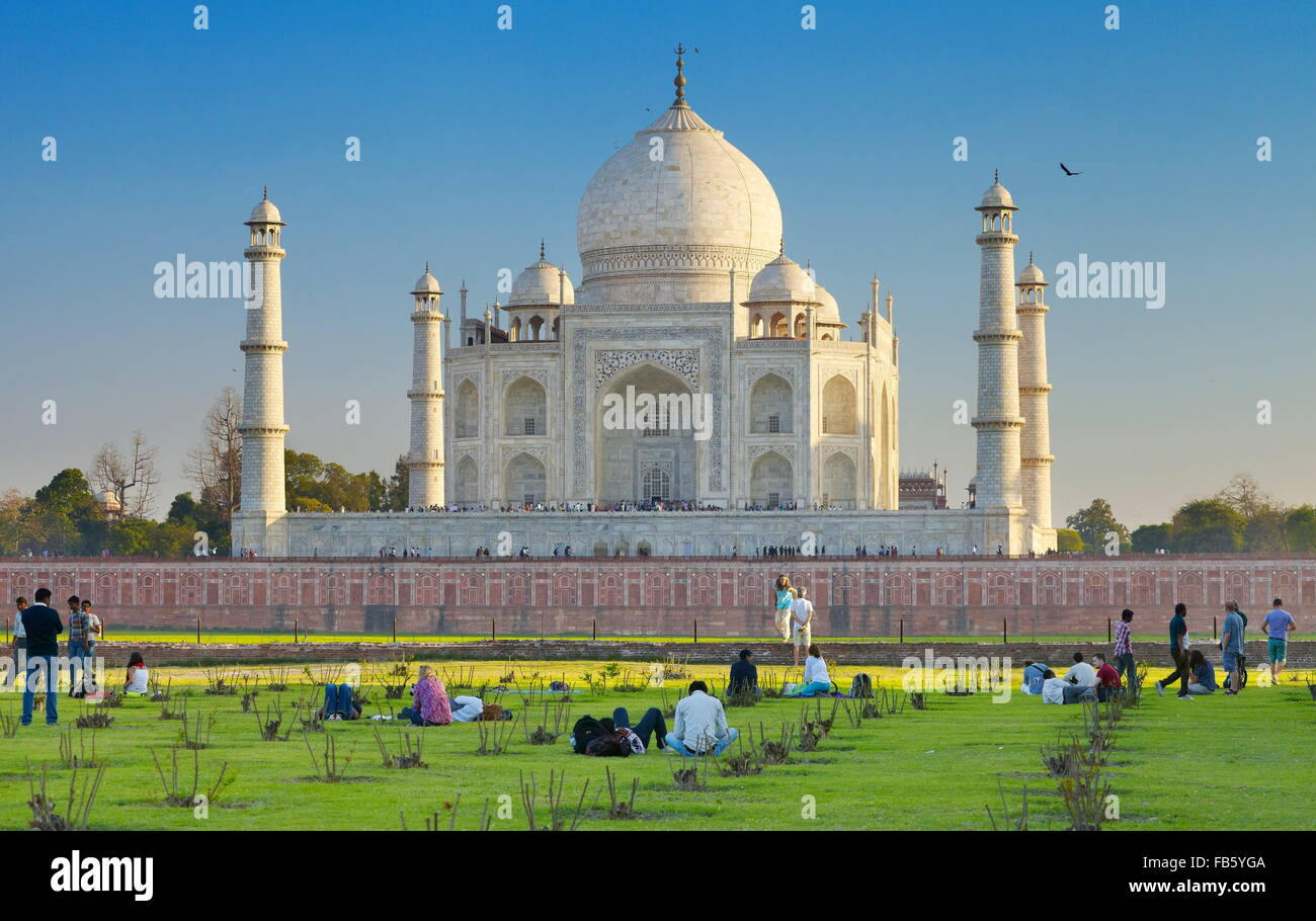 El Taj Mahal y el Mughal jardines del Taj Mahal, Agra, Uttar Pradesh, India Imagen De Stock