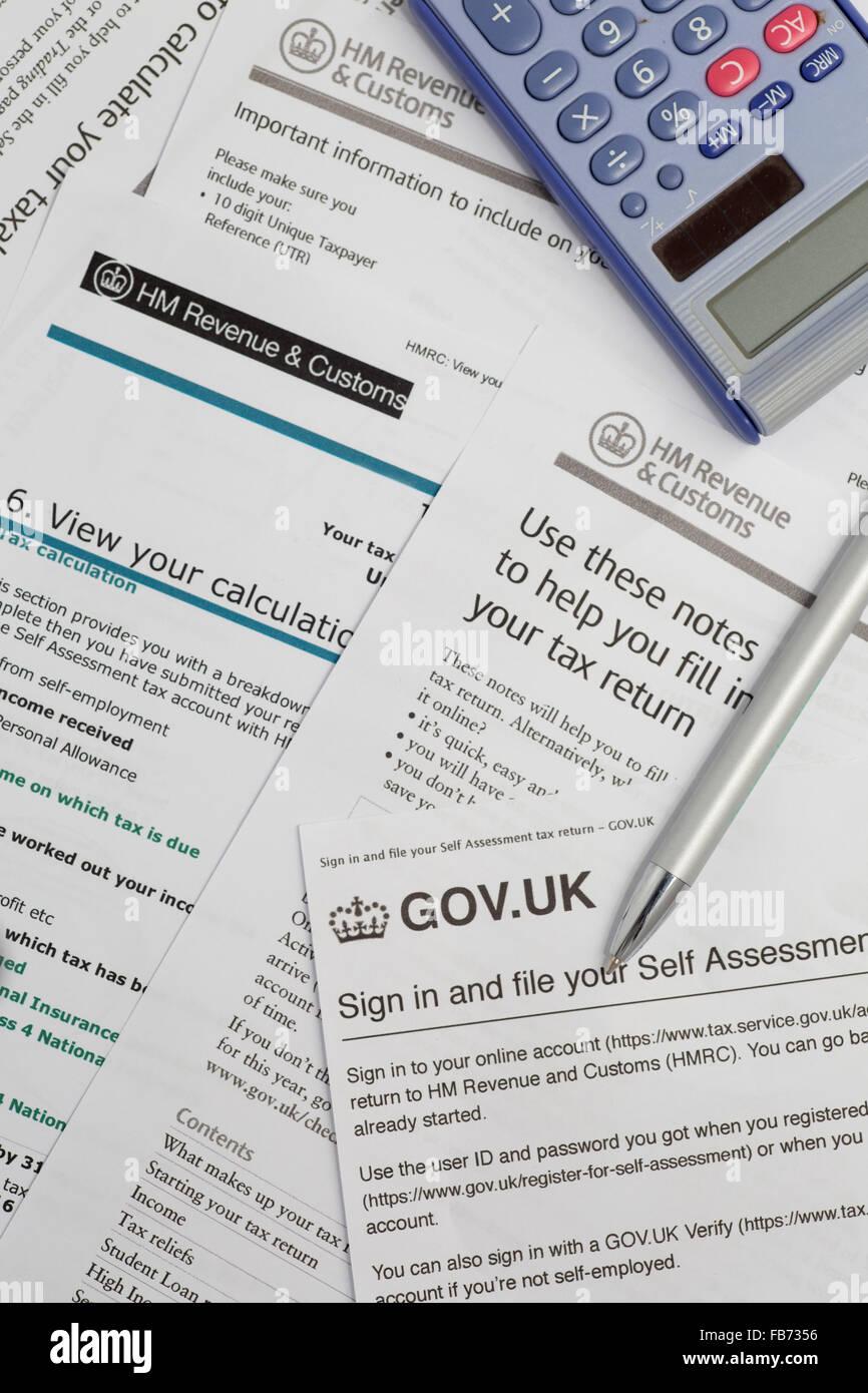 El HMRC directrices para el cálculo de los impuestos de autoevaluación en el Reino Unido. Imagen De Stock