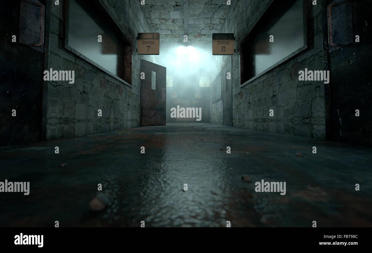 Una espeluznante haunted mire hacia abajo la luz tenue paso de un ruinoso asilo mental con habitaciones y señales Imagen De Stock