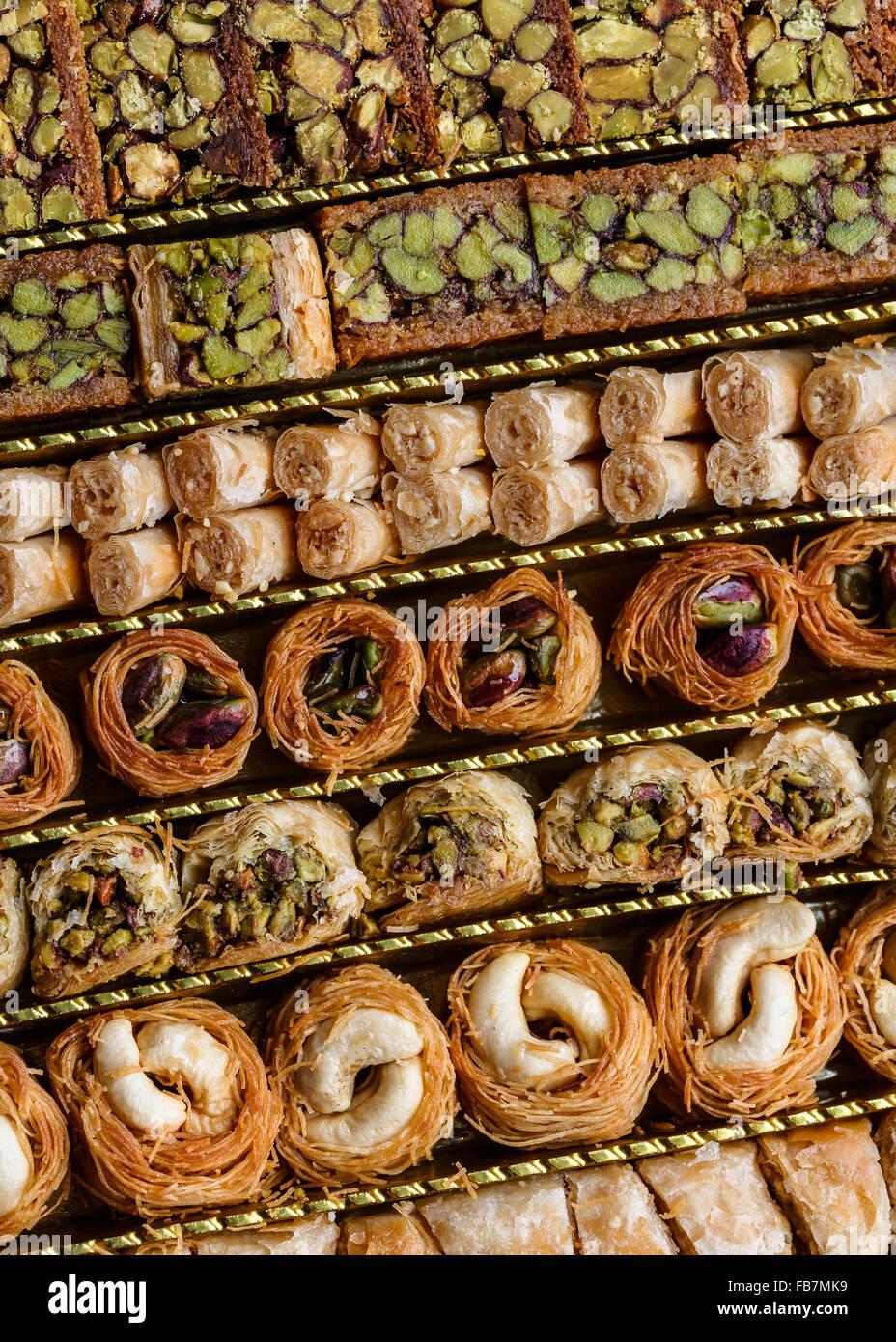 Pastelería de Siria, con pistachos y nueces Imagen De Stock