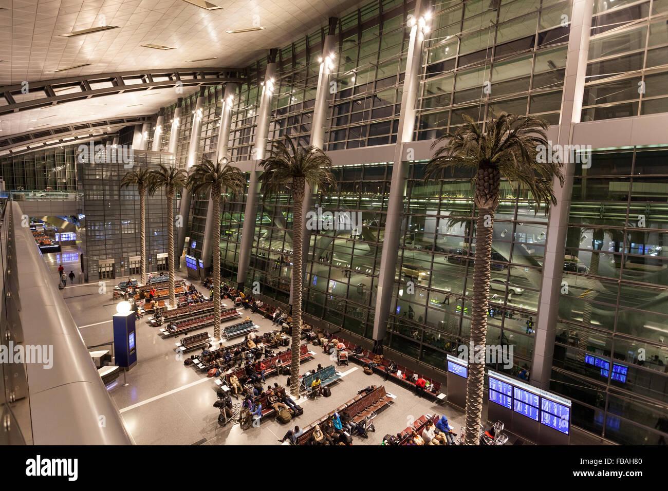Interior del nuevo aeropuerto internacional de Doha Hamad Foto de stock