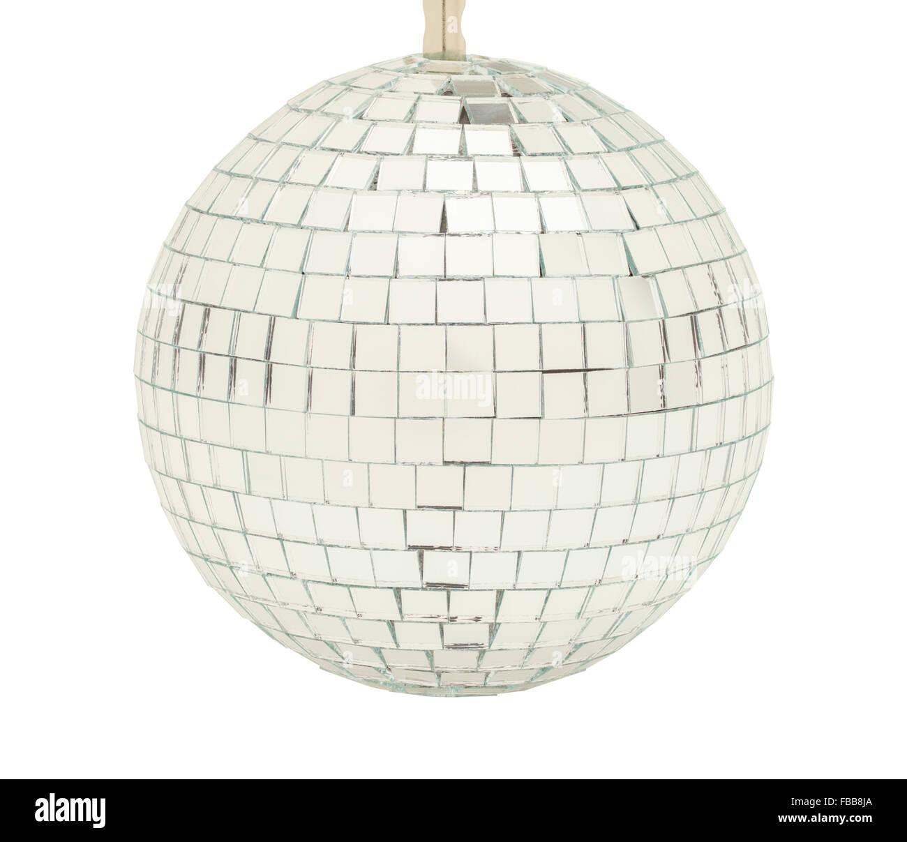 Parte de cristal Bola de discoteca aislado sobre fondo blanco. Imagen De Stock