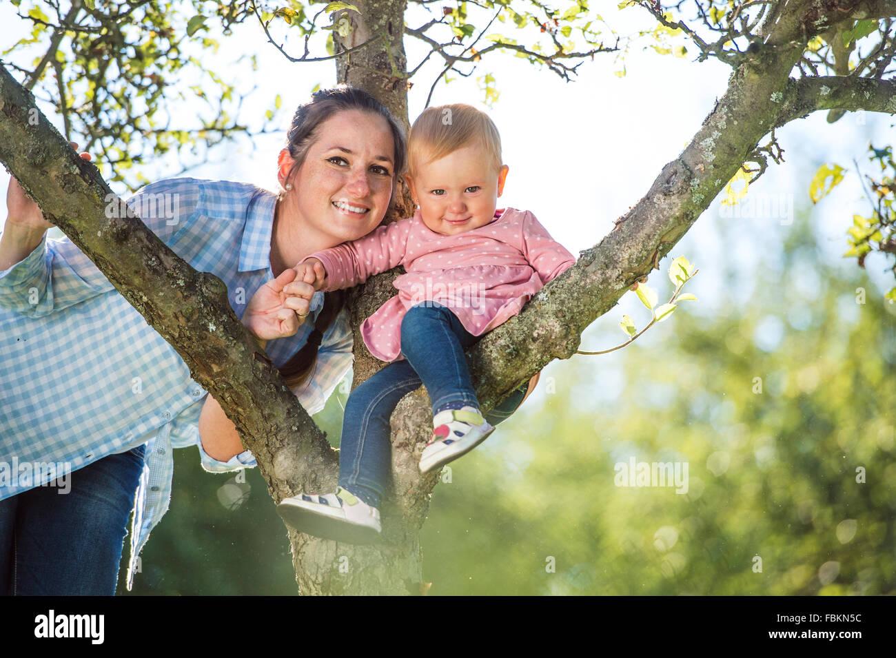 Feliz madre y su hija Foto de stock