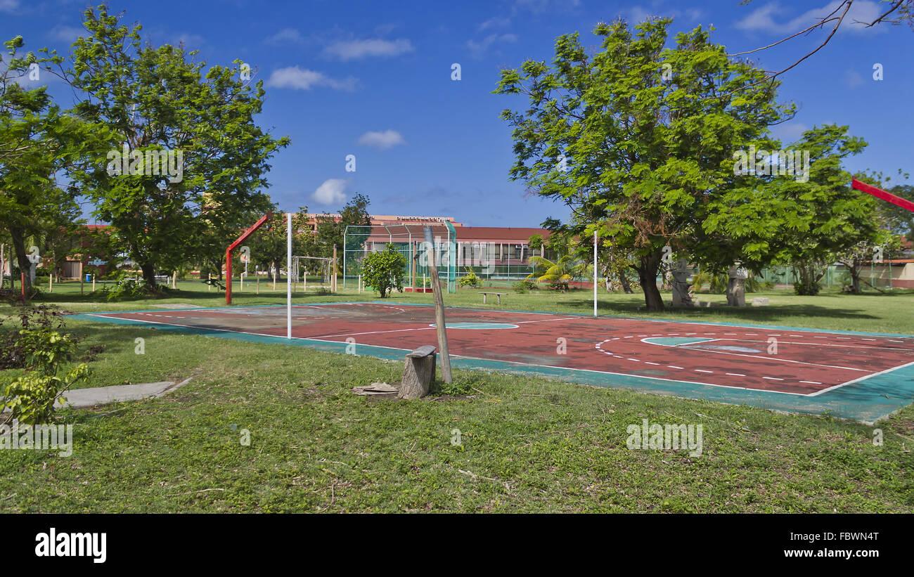 Campo deporte desatendidos en Guardalavaca, Cuba Imagen De Stock