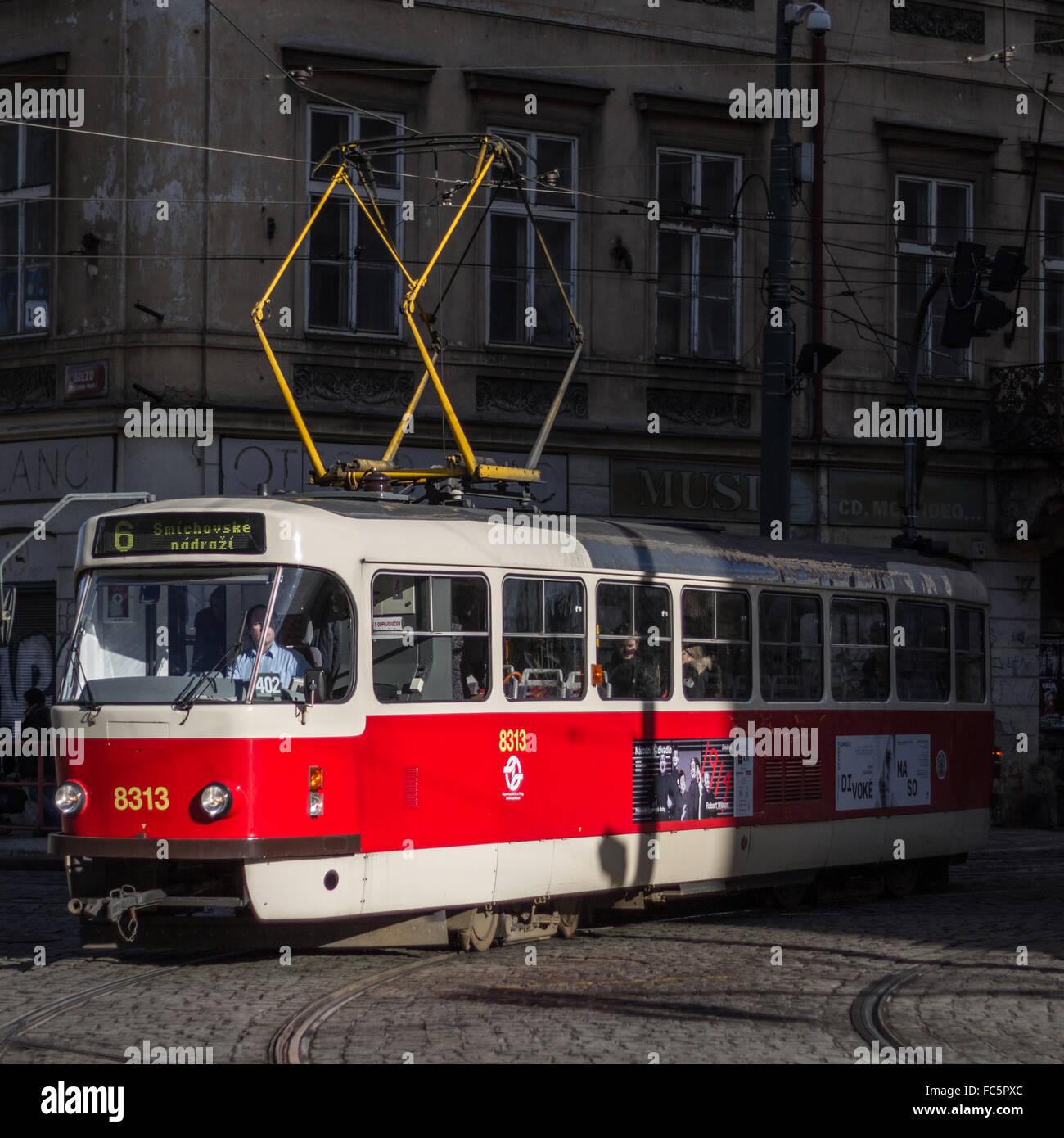 Nostálgico Tranvía en Praga Imagen De Stock