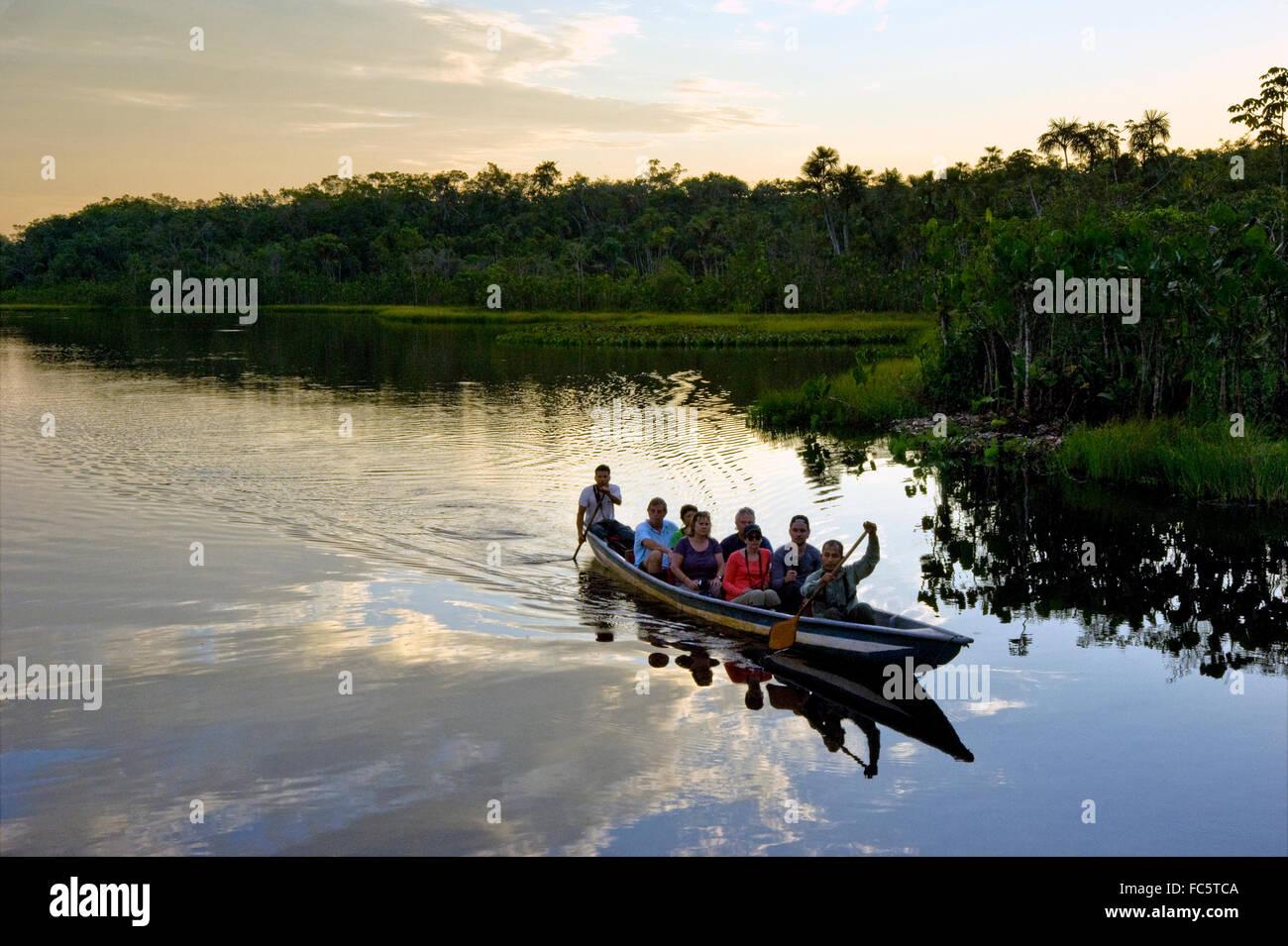 Canoa en el Río Amazonas en Ecuador Imagen De Stock