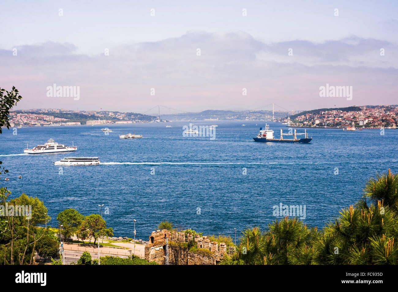 El Estrecho del Bósforo, Estambul europeo y asiático a la izquierda a la derecha de Estambul, Estambul, Imagen De Stock