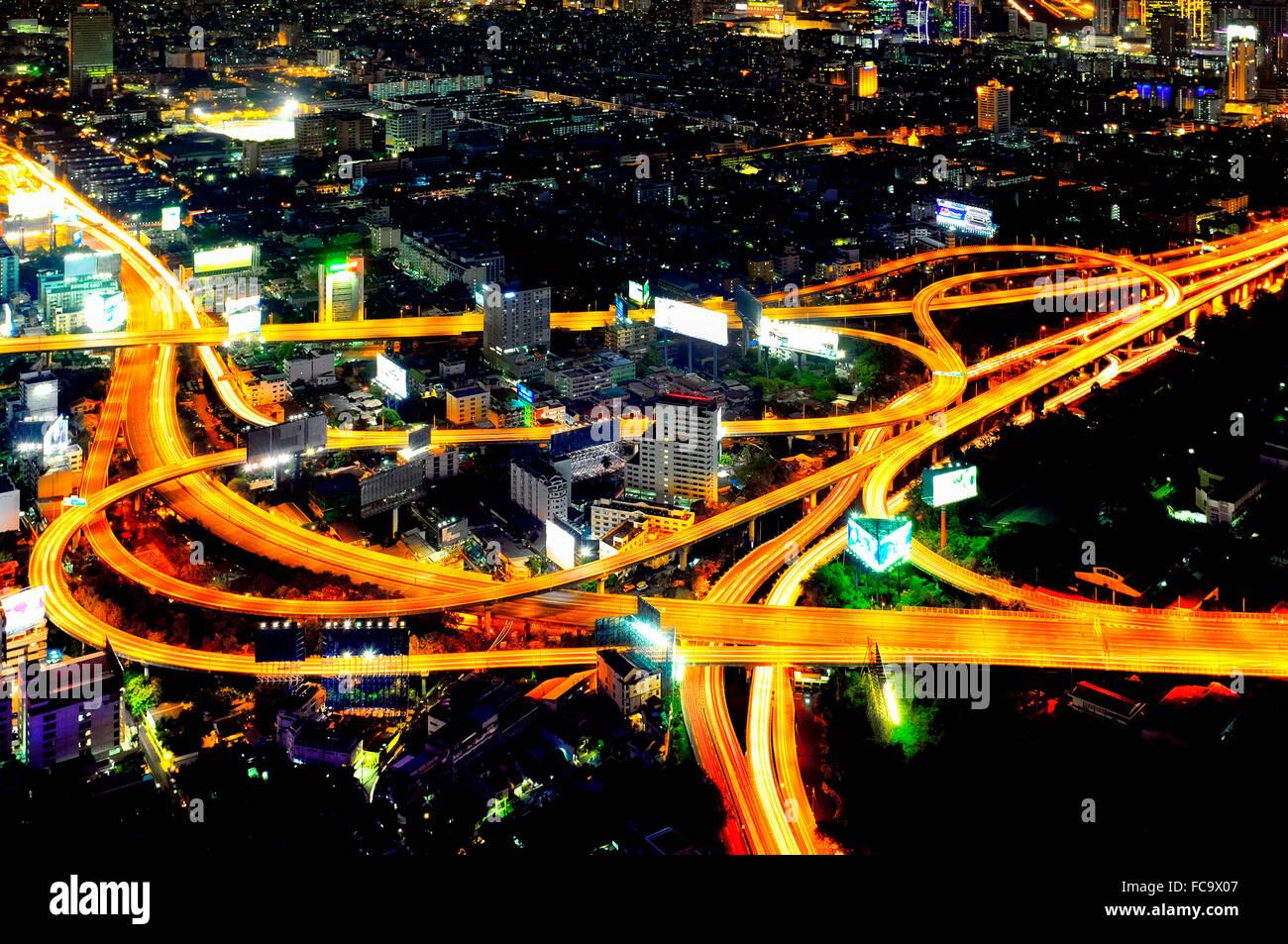 Sirat Expressway intercambio en el Huai Khwang distrito de Bangkok, Tailandia Foto de stock
