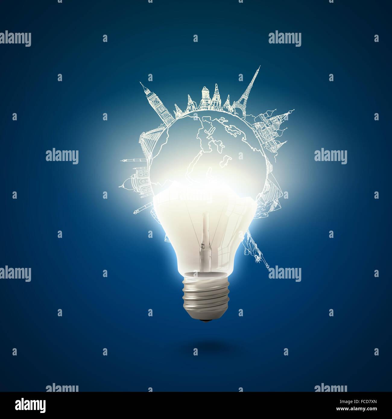 Imagen conceptual de la bombilla eléctrica contra el fondo azul. Imagen De Stock