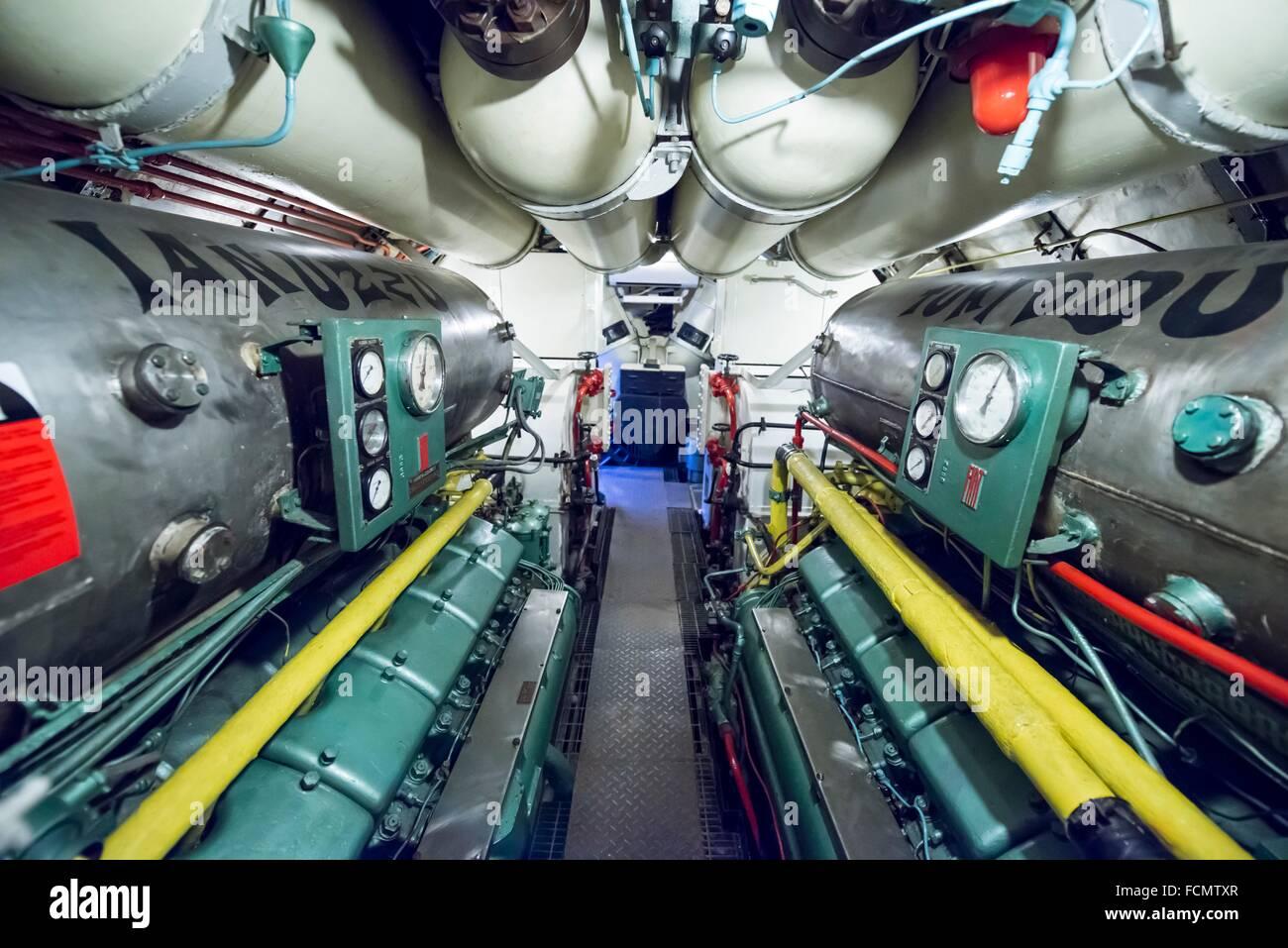 Sala de máquinas en un U-boat desde la guerra fría en Italia. Imagen De Stock