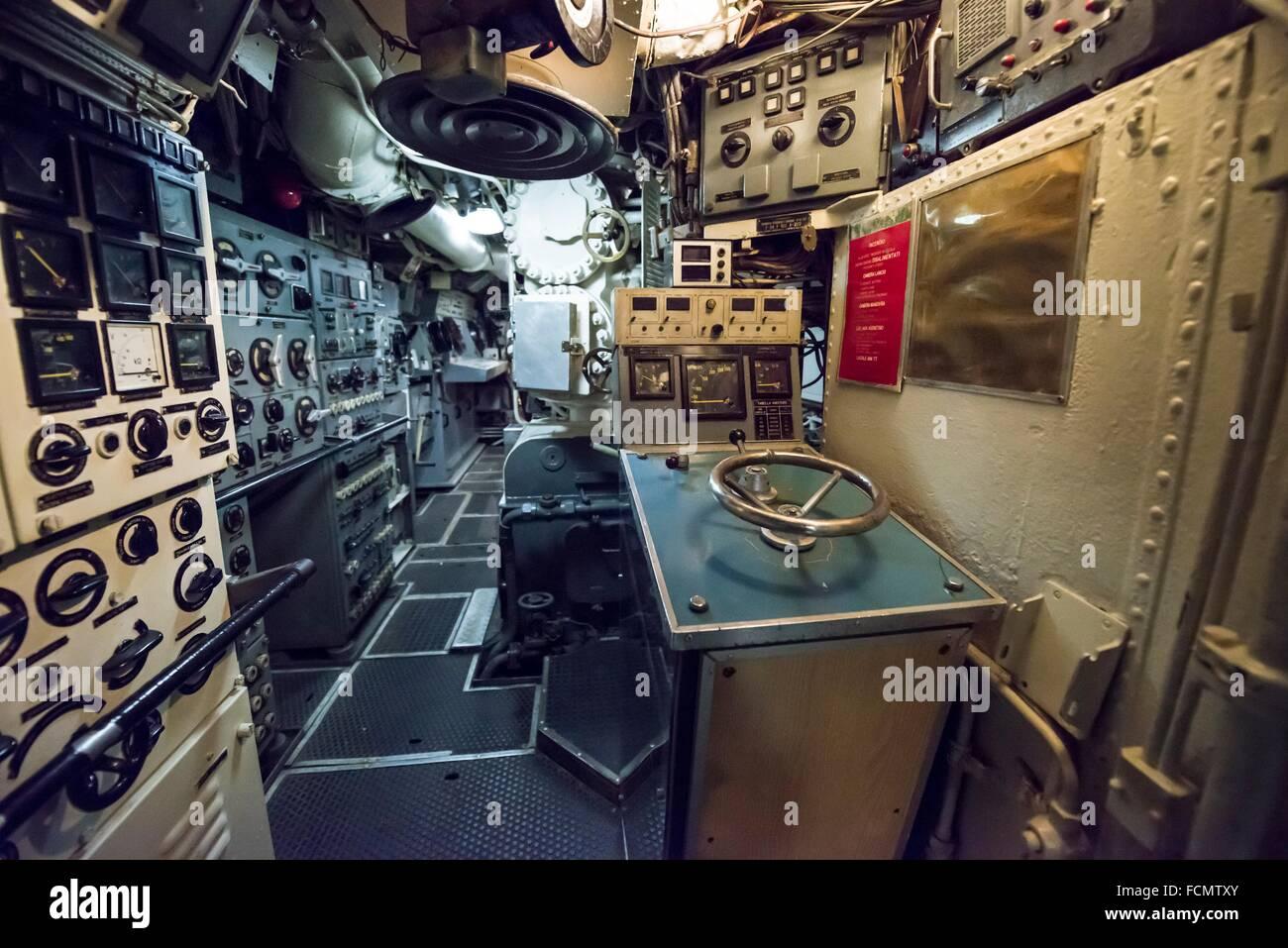 Dentro de un U-boat desde la guerra fría en Italia. Imagen De Stock