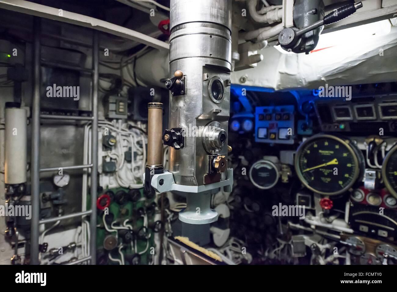 En un periscopio U-boat desde la guerra fría en Italia. Imagen De Stock