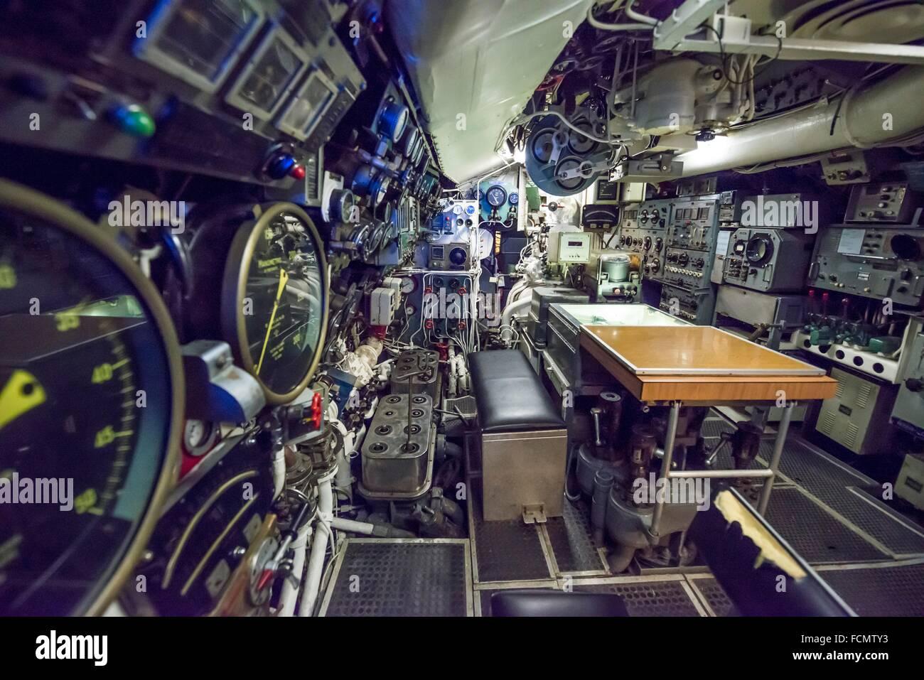 En la sala de control U-boat desde la guerra fría en Italia. Imagen De Stock
