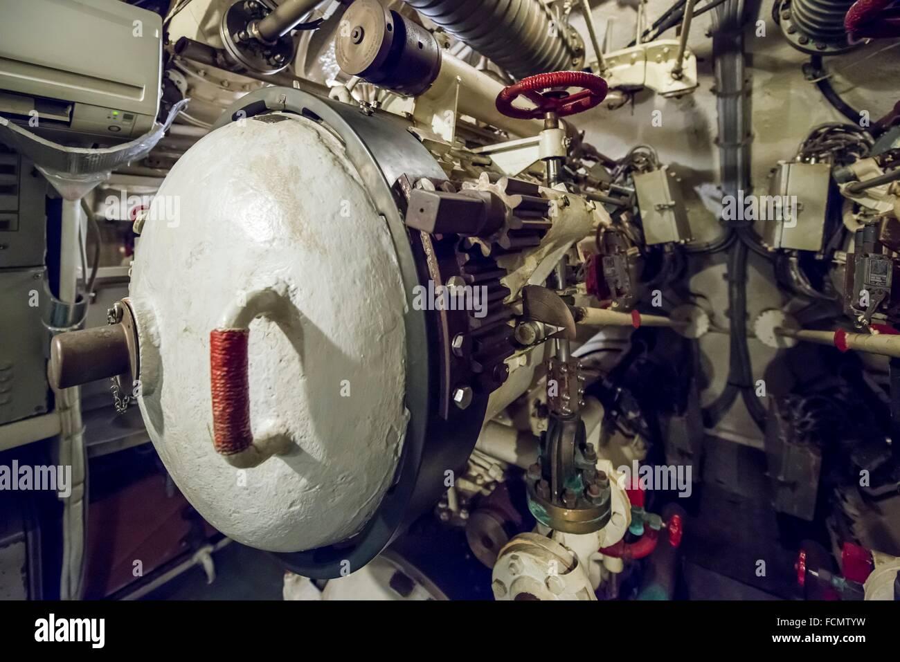 Tubo de Torpedo en un submarino de la guerra fría en Italia. Imagen De Stock