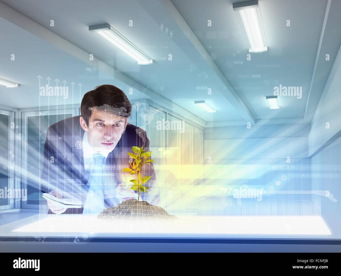 Joven empresario busca en imagen de alta tecnología de ramita Imagen De Stock