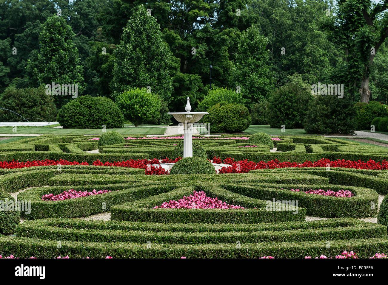 Jardín de boj, Nemours Mansion y jardines, Wilmington, Delaware, EE.UU. Imagen De Stock