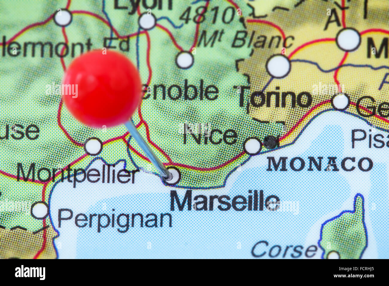 Close Up De Una Chincheta Roja En Un Mapa De Marsella Francia