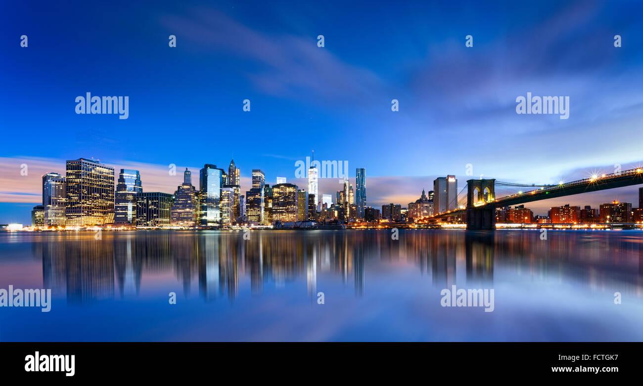 La Ciudad de Nueva York - hermoso amanecer sobre Manhattan con Manhattan y Brooklyn Bridge USA Imagen De Stock