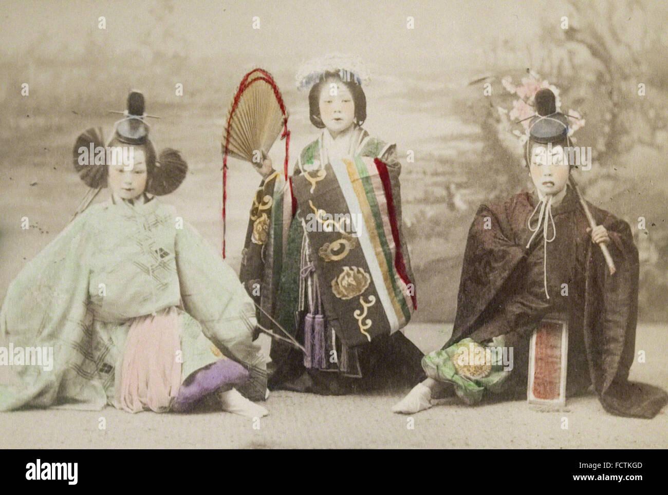Kusakabe Kimbei - chicas realizar danza histórica Imagen De Stock