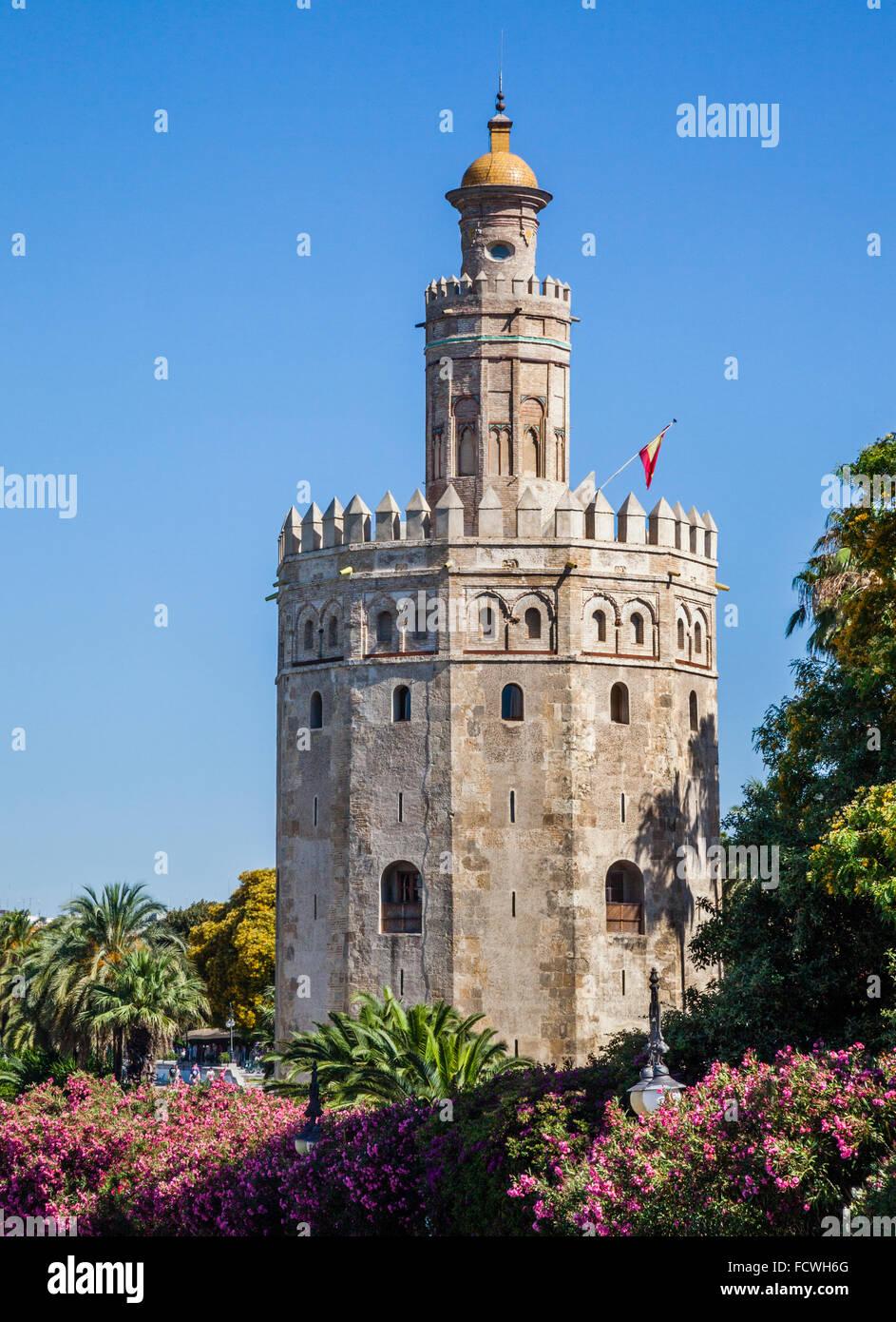 España, Andalucía, provincia de Sevilla, Sevilla, vista de la Torre del Oro, del siglo xiii dodecagonal Imagen De Stock