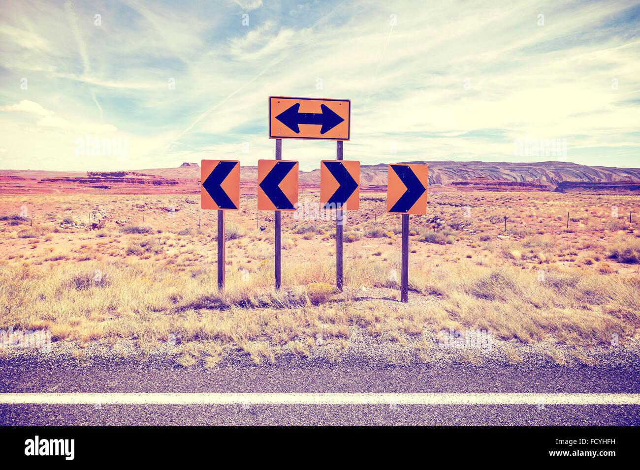 Vintage foto estilizada de las señales de tráfico, el concepto de elección. Imagen De Stock
