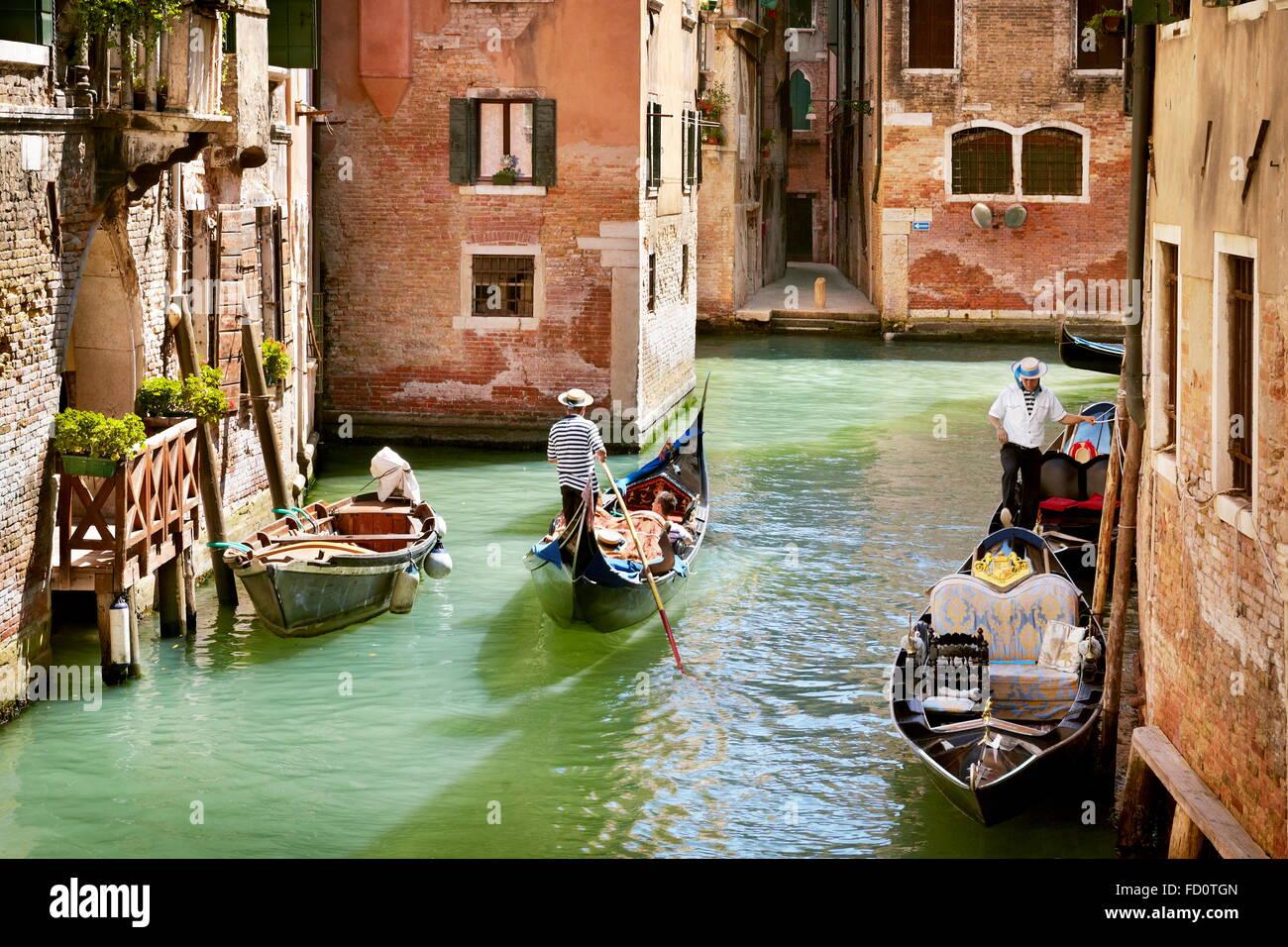 Venecia - góndola por el canal, en Italia, la UNESCO Imagen De Stock