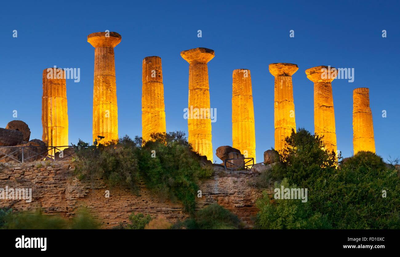 Valle de los templos (Valle dei Templi), el templo de Hércules (Tempio di Eracle) Agrigento, Sicilia, Italia Imagen De Stock