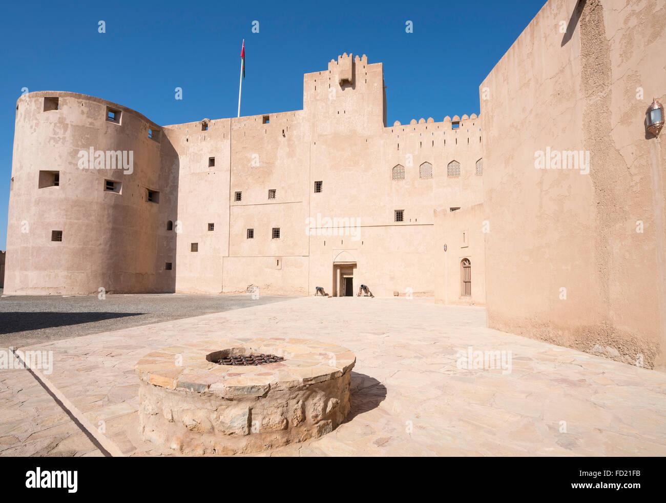 Vista exterior del histórico Fort Jabrin en Omán Imagen De Stock