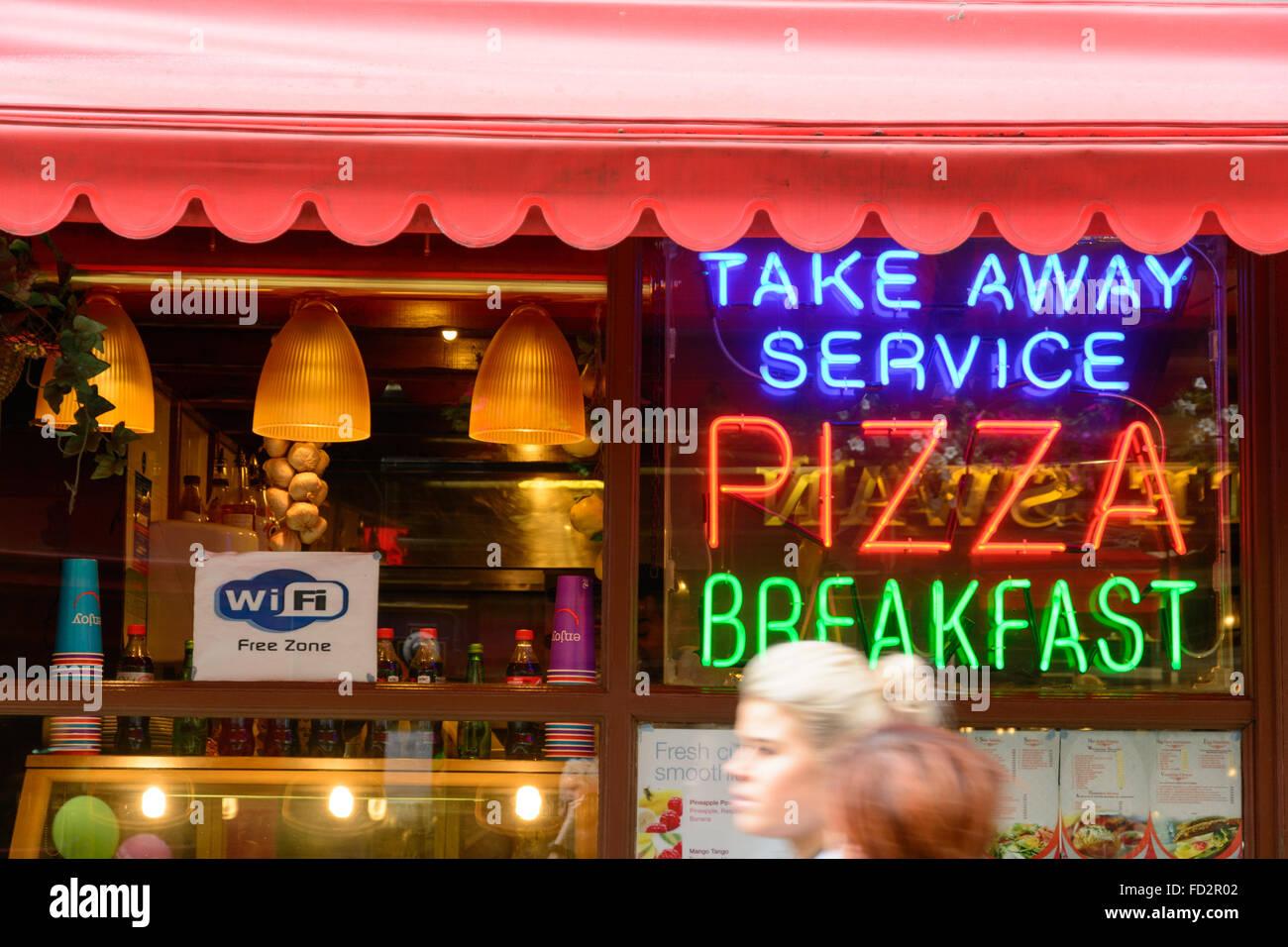 Llevar Pizza restaurant con Wi-Fi gratuita y prisas gente Imagen De Stock