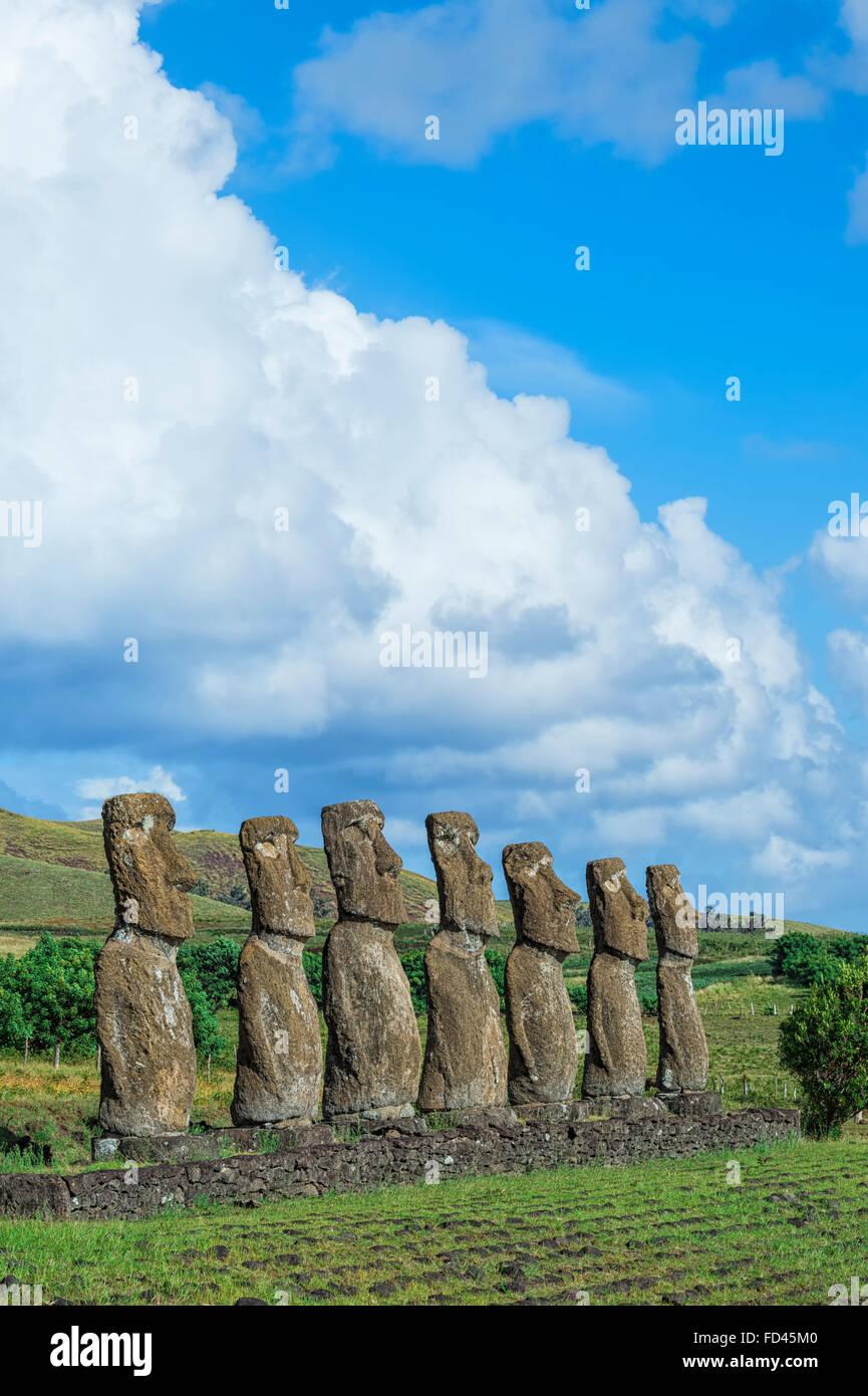 Ahu Akivi, Ahu Akivi Moais, Chile, Isla de Pascua, el Parque Nacional Rapa Nui, declarado Patrimonio de la Humanidad Foto de stock