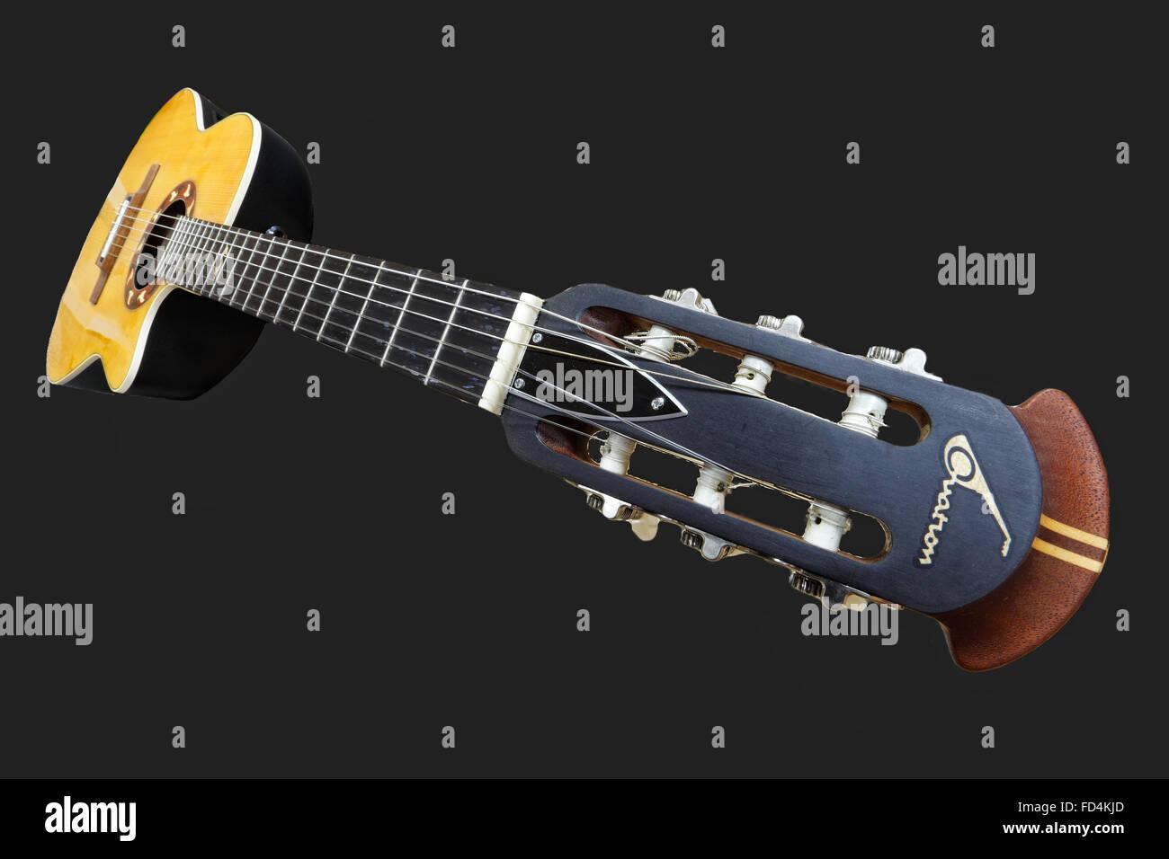 Una guitarra clásica de cerrar vista con perspectiva Imagen De Stock