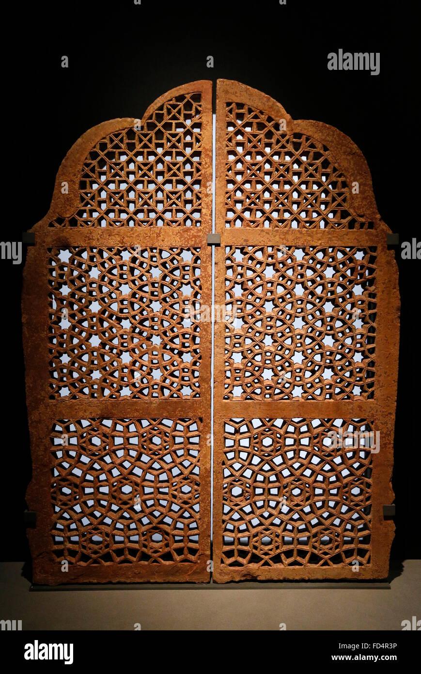 La India islámica. Jali con adornos floreados. Siglo xvii. El museo del Louvre. Imagen De Stock