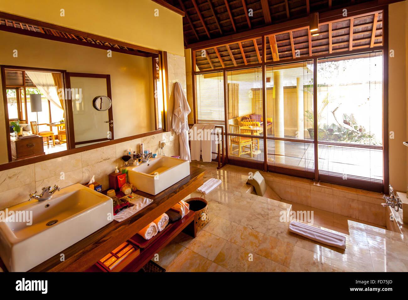 Cuarto de baño en un buen hotel, turismo, viajes, Ubud, Bali, Indonesia, Asia Imagen De Stock