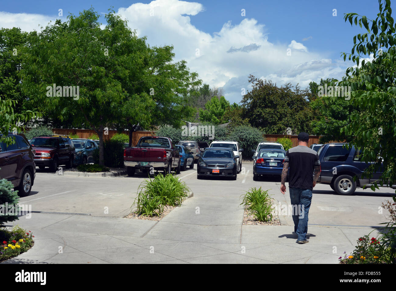 parking al lado de un strip mall cerca de fort collins colorado ee uu en verano fotografia de stock alamy alamy