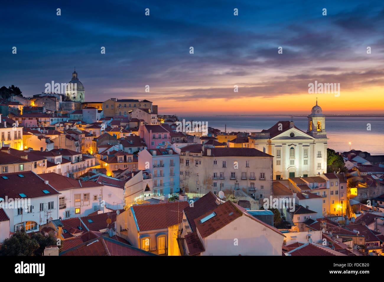 Lisboa. Imagen de Lisboa, Portugal, durante el dramático amanecer. Imagen De Stock