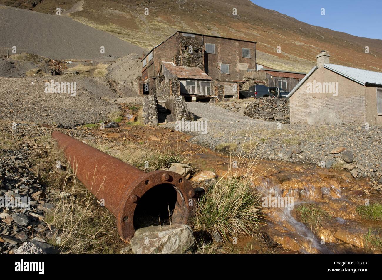 Crag fuerza mía, Borrowdale, Lake District, Cumbria. Fuerza de trabajo Risco fue la última mina de metal en el distrito del lago hasta su cierre en 1991, la clasificación de plomo, zinc y baritina de la roca. Es un monumento antiguo planificado y la SEIC. Foto de stock