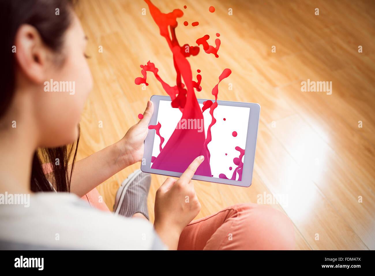 Imagen compuesta de gotas y salpicaduras de pintura rosa Imagen De Stock