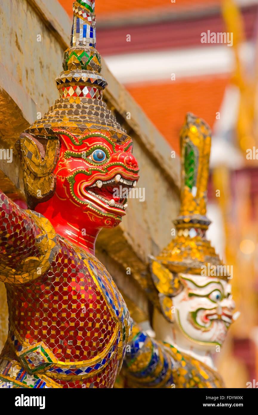 Guardián mono-dragón en el Grand Palace, Bangkok, Tailandia Imagen De Stock