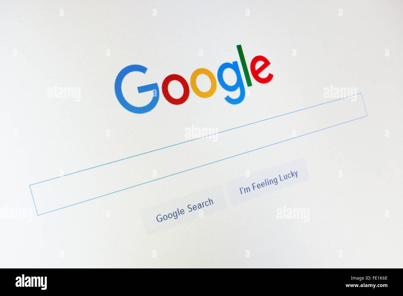 GDANSK, Polonia - 14 de noviembre de 2015. Página de google.com y el cursor en la pantalla. Sólo para Imagen De Stock