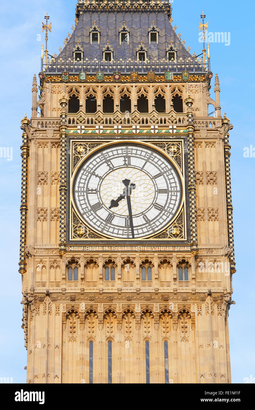Cerca del Big Ben de Londres, cielo azul Imagen De Stock