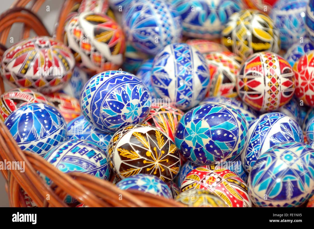 Huevos de Pascua pintados a mano tradicional Foto de stock
